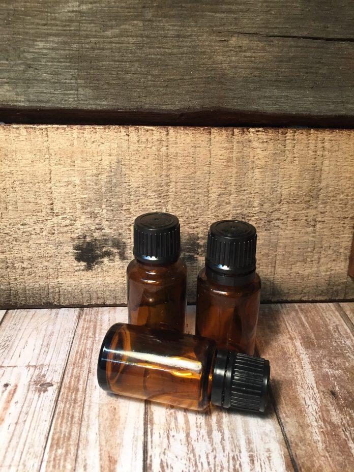 Olejek rycynowy – jak działa na włosy, rzęsy i paznokcie?