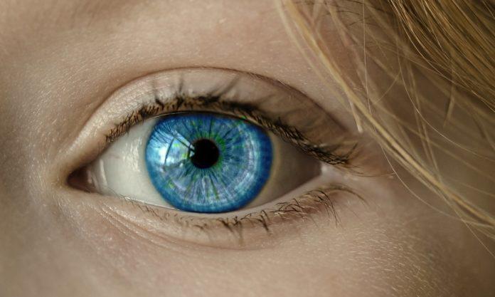Jak zlikwidować cienie pod oczami oraz pierwsze zmarszczki?