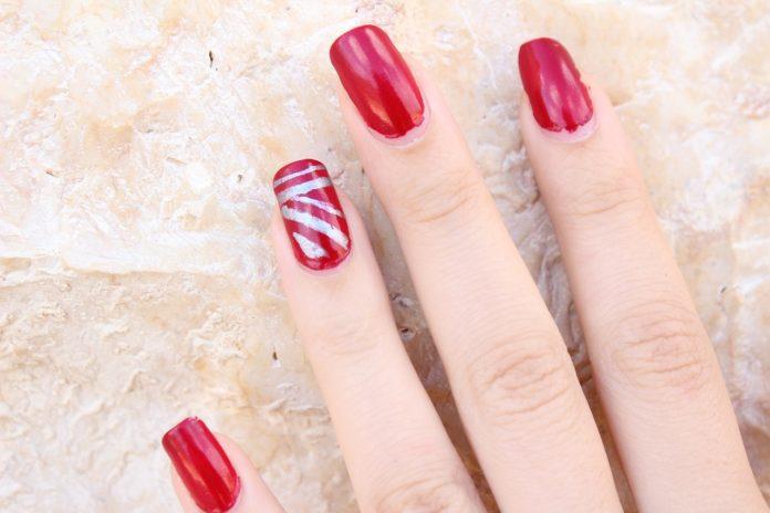 Jak pomalować paznokcie bez zabrudzeń?