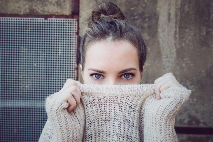 Jak dbać o okolice oczu?