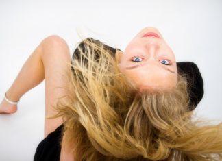 Jak naturalnie rozjaśnić włosy?