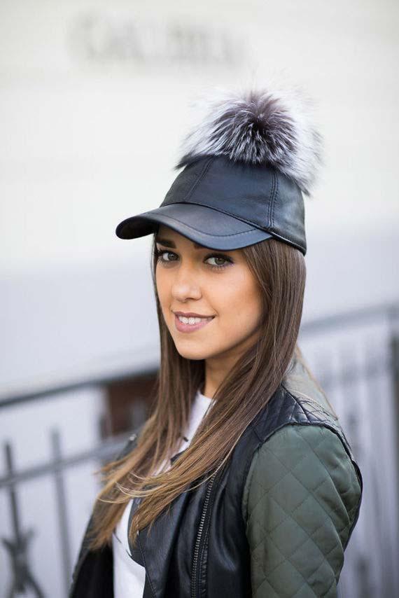Skórzane czapki z daszkiem - jak je nosić?
