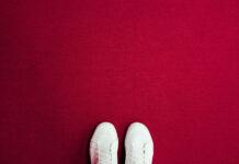 Białe tenisówki